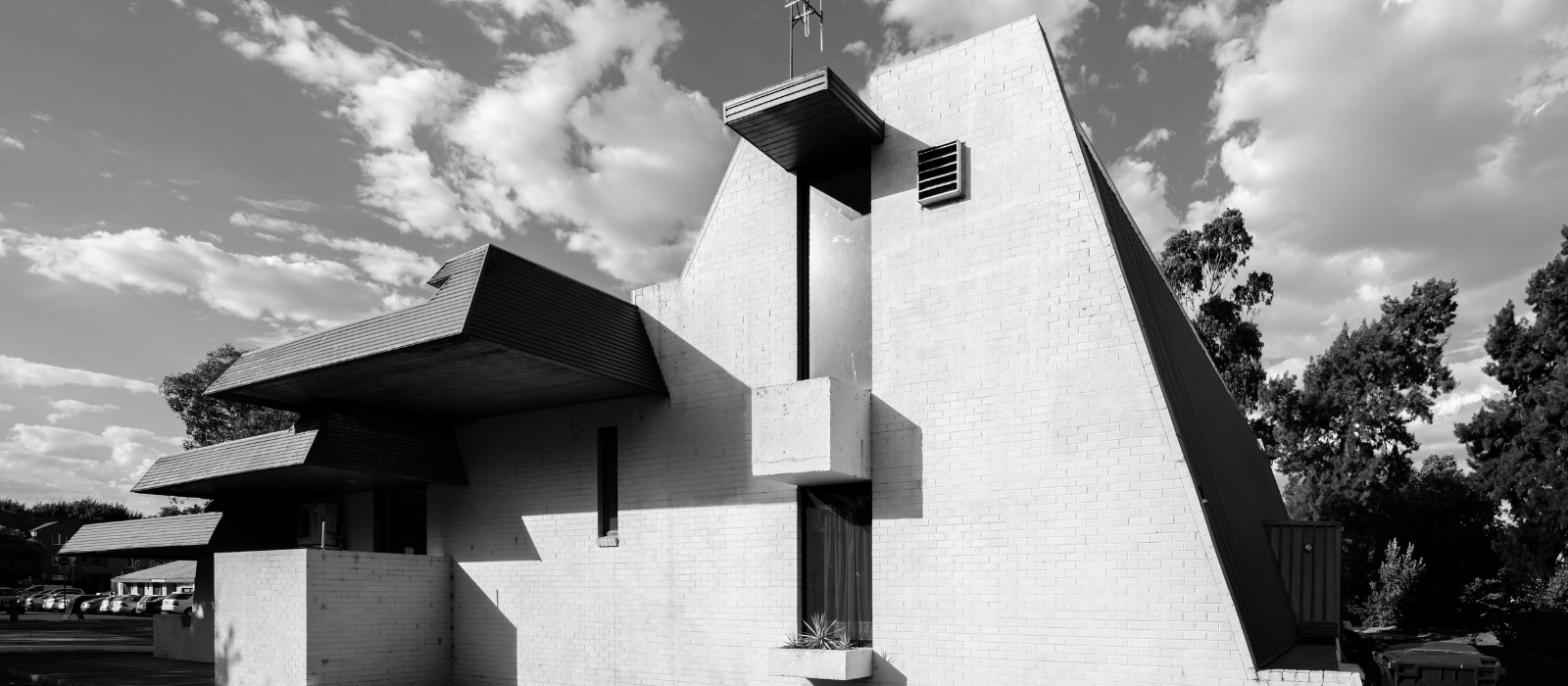 Polish White Eagle Club by Enrico Taglietti (1970). Photo: Darren Bradley