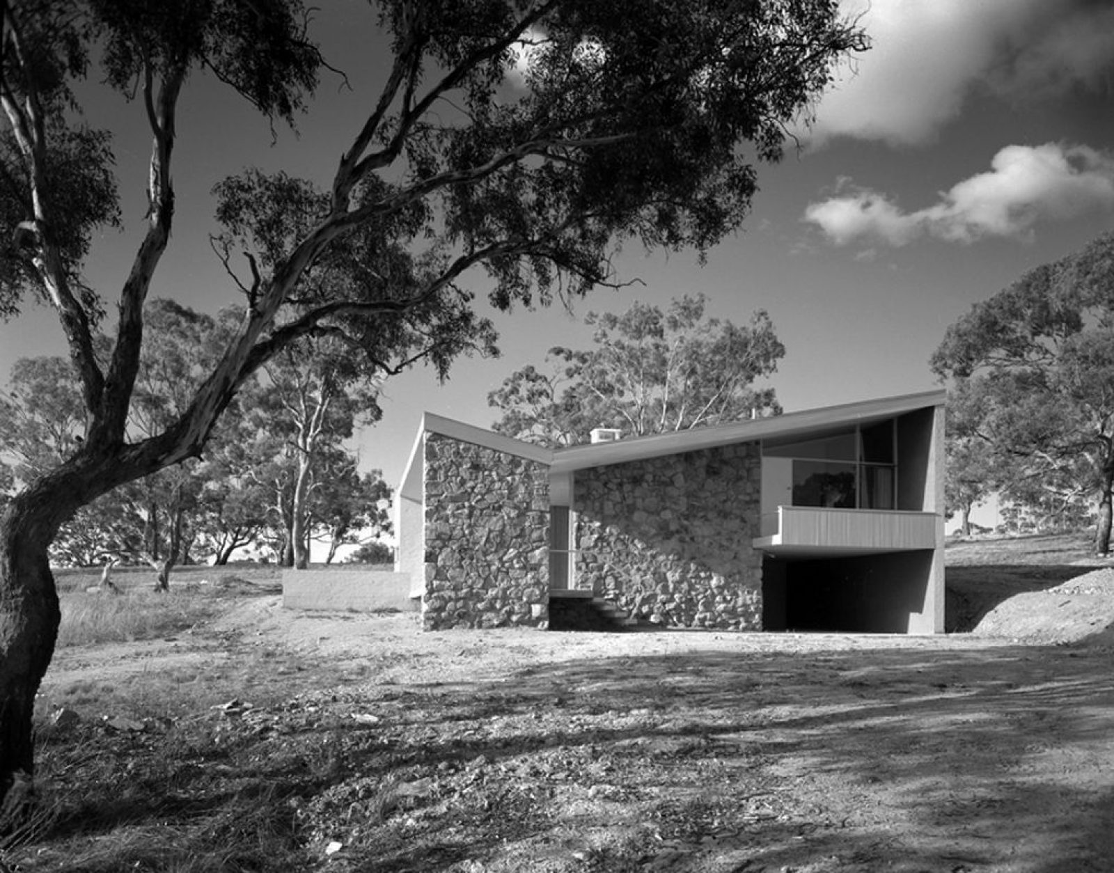 Bowden House, Deakin ACT. Architect Harry Seidler, 1954. Photo Max Dupain 1954 © Penelope Seidler