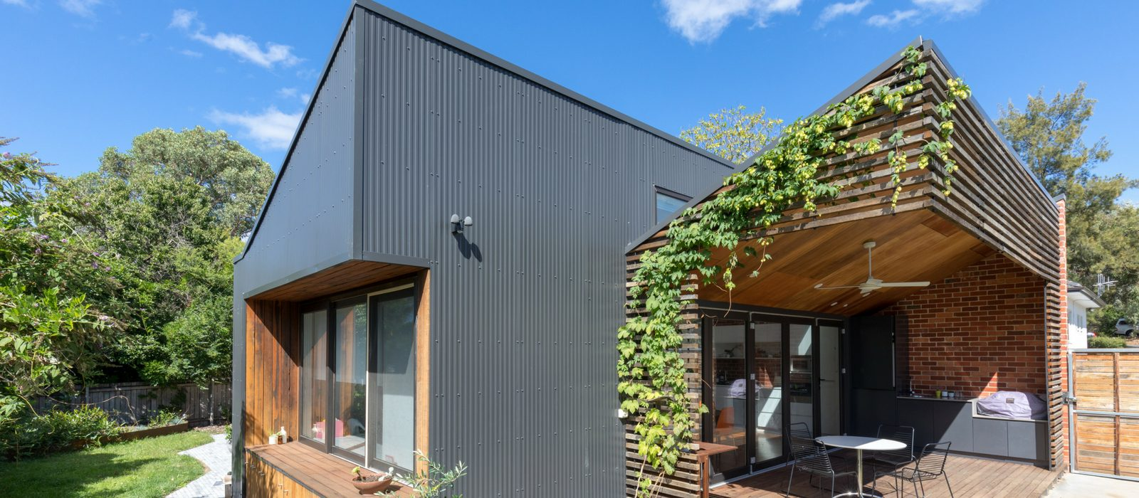 Architect Judd Studios, Sawtooth House. Photo LightStudies